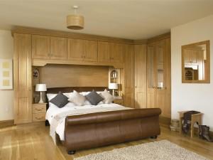 Quality – Modern oak bespoke fitted bedroom